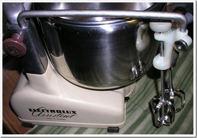 vintage-electrolux-dlx-double-beater-2
